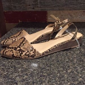 CL by Laundry size 11M Strappy Snakeskin Sandals